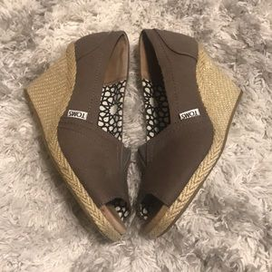 TOMS classic wedge pump open-toe espadrille